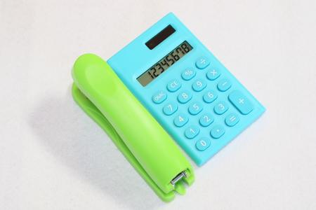 grapadora: Calculadora y grapadora