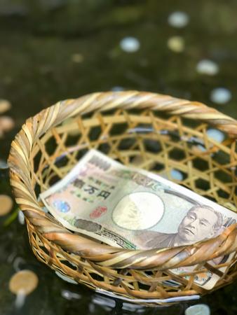 cestovat, cestování, procestovat, pritazlivost, přitažlivost, bohatstvi, bohatství, dolar, turista, modlitba, japonsko, bohosluzba, bohoslužba, uctívat, uctívání, peníze, chrám, spánek, náboženství, voda, zalévat, zalít, drama, svatyně,