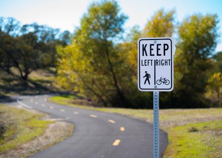 自転車と歩行パスの記号 写真素材