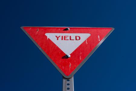 徐行を表す標識