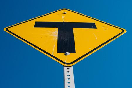 T Interscetion サイン