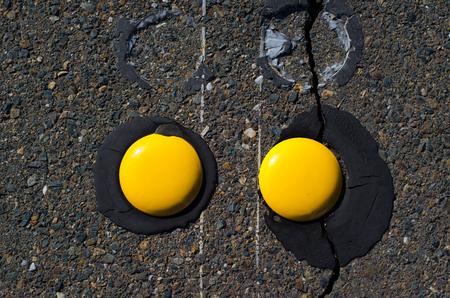 黄色の道路ボット ドット