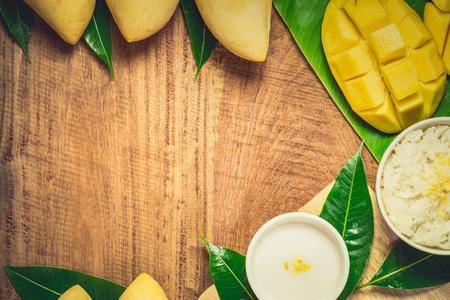 sticky rice with mango, khao niaow ma muang, thai sweet Imagens