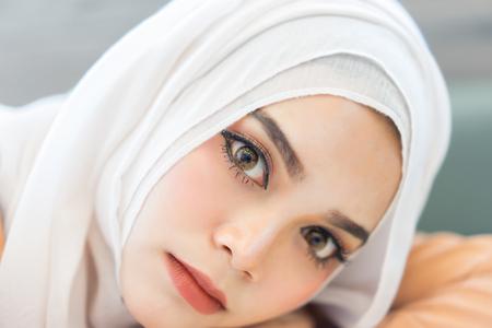 Fashion portrait  beautiful muslim woman with the white  hijab Foto de archivo