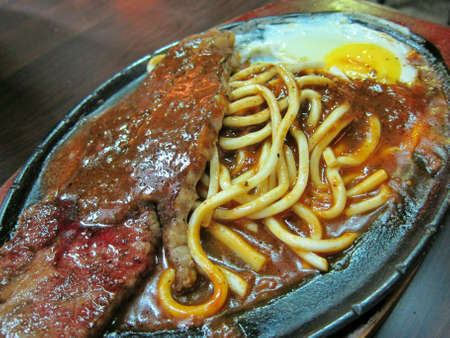sizzling: Sizzling noodle with beef steak.