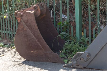 A close up view of a rusted old metal tractor arm Foto de archivo