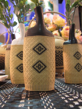 comprise: Vases covered with a woven mat.