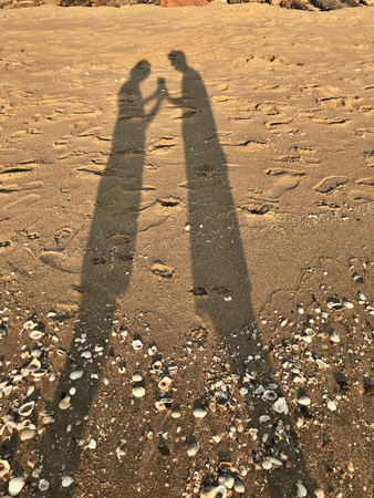The silhouette of lovers on the beach.