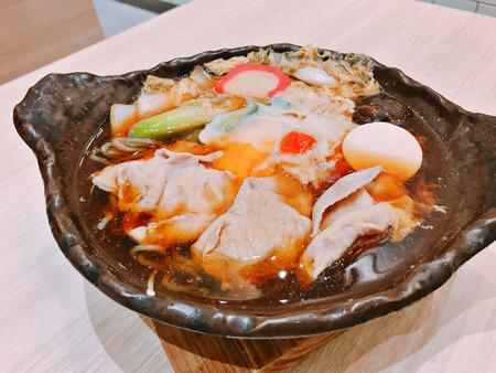 Buta shabu oder japanischer Hot Pot mit Schweinefleisch.