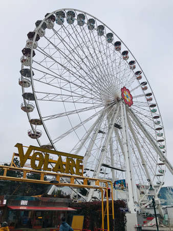 Vienna, Austria - November 11, 2018:  The Blumenrad is the flower wheel of the Prater amusement park. In the dark, it is colorfully illuminated with countless LED lamps and offers pure kitsch romance. 新闻类图片