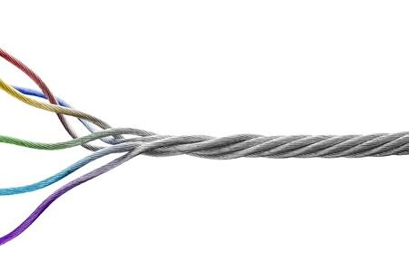 Business concept Strengen van verschillende kleuren samen te voegen tot een sterke stalen kabel die verschillende mensen samen komen om een sterk team te vormen Stockfoto