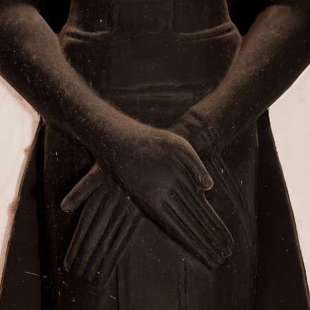 mains crois�es: noir les mains de Bouddha travers�