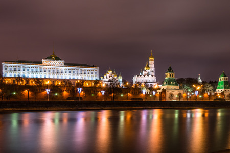 kreml: Autumn 2014. Russia. Moscow. The view from the embankment of the Moskva river to the Moscow Kremlin and the Grand Kremlin Palace.