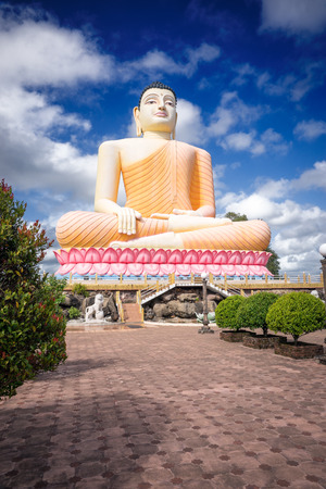 buddha sri lanka: Sri Lanka. Bentota - August 14, 2015. The Kandy-Vihara Temple. The Buddha Statue.