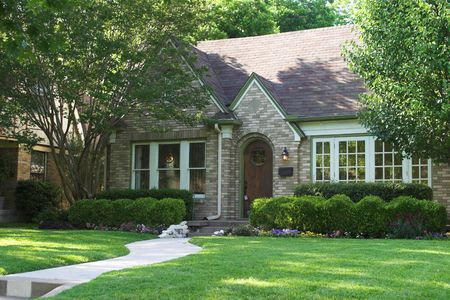 house for sale with lock box on door; beautiful and extensive landscaping Imagens