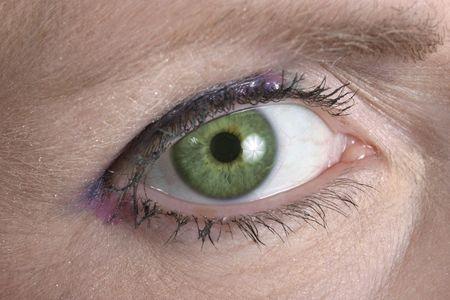 Beautiful eye looking over toward you. Фото со стока - 475660