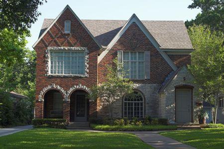 steen en baksteen duplex dak met drie gevels