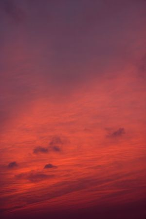 stir up: Intense red clouds at sunset.