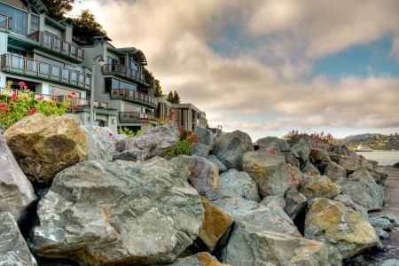 Luxury houses at Sausalito face a ocean Stock Photo - 4981548