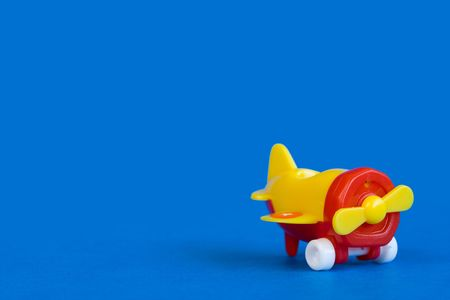 Plastic airplane model toy on blue background Imagens
