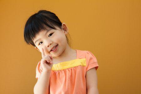 작은 아시아 아기 아이 소녀의 초상화