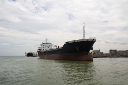 docked: Contenedores de buques atracados en el puerto Foto de archivo
