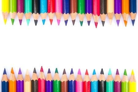 흰색 배경에 색 연필의 스펙트럼