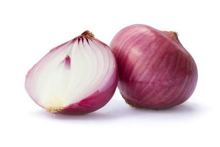 onion isolated: Cebolla roja cruda aisladas sobre fondo blanco
