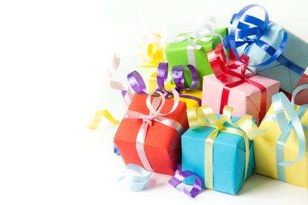multi colour: Multi cuadros de color de regalo con la cinta aislada en el fondo blanco