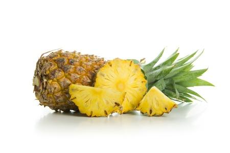 Verse rijpe ananas geïsoleerd op witte achtergrond Stockfoto