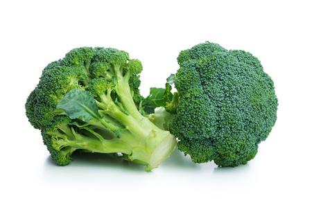 �broccoli: Col br�coli fresco aislado en el fondo blanco