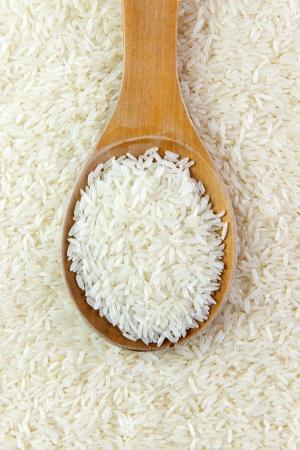 jasmine rice: Close-up image of rice grain on wooden spoon