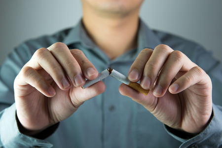 Stop smoking message shown by breaking a cigarette Stockfoto