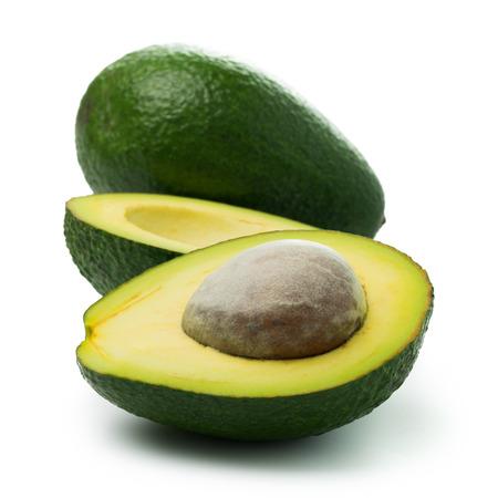 avocado: Avocado fresco in dimezzato e tutto su sfondo bianco