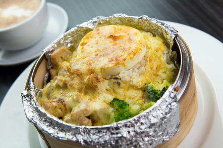 cheesy: Cheesy baked rice with vegetables and meat