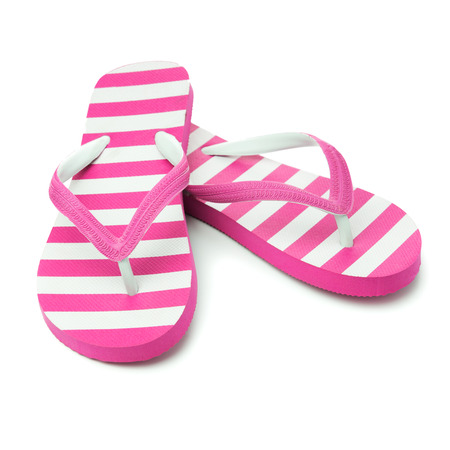 sandalias: Par de sandalia de rayas de color rosa sobre fondo blanco Foto de archivo
