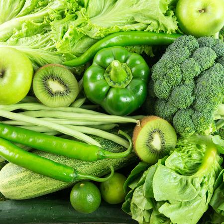 l�gumes verts: Close up de fruits et de l�gumes verts pour le fond