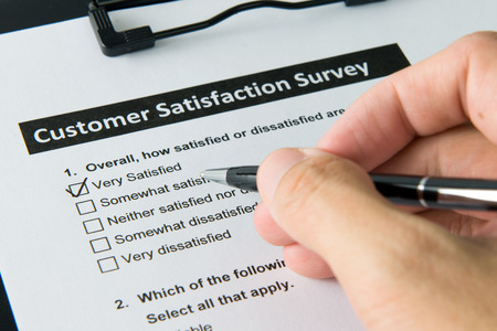 Filling customer satisfactory survey form with pen 스톡 콘텐츠
