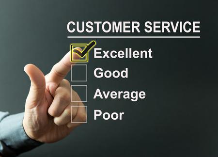 Encuesta excelente servicio al cliente con una mano de negocios