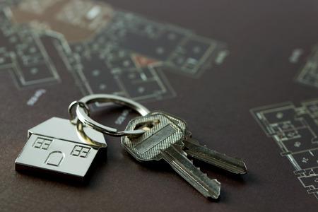 Chiavi di casa su planimetria immobiliare