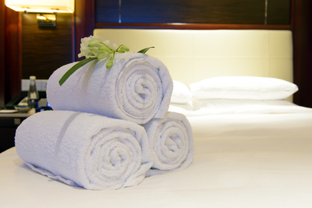 honeymoon suite: Luxury hotel towels on bed ready to be used by guest