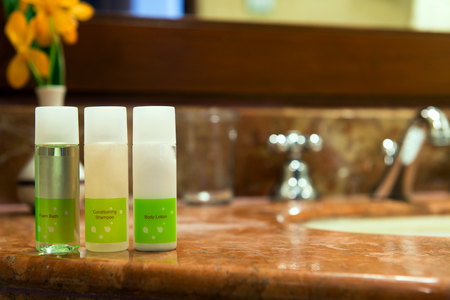 Set of toiletries on the washbasin in hotel bathroom 스톡 콘텐츠