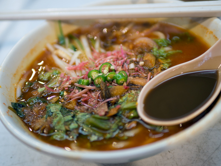 Penang famous local delicacy called asam laksa noodle 版權商用圖片