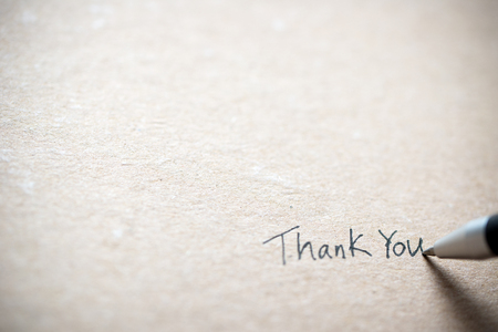 Hand writing thank you on piece of old grunge paper 版權商用圖片 - 111226953