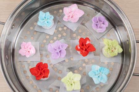 Chinese style colorful flower dumplings before steaming 版權商用圖片