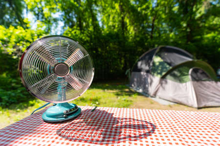 Mini outdoor fan for picnics or camping