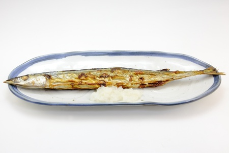 I have taken a grilled saury, as representing a fall season in Japan.