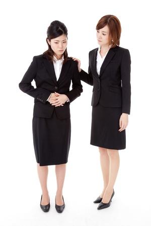 Dies ist ein Foto von zwei jungen Geschäftsleuten.