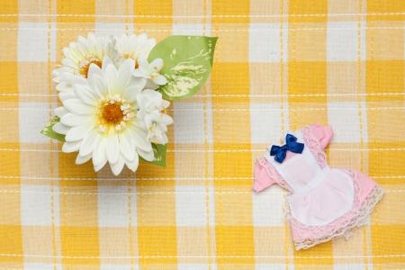 ミニチュア メイド服と花
