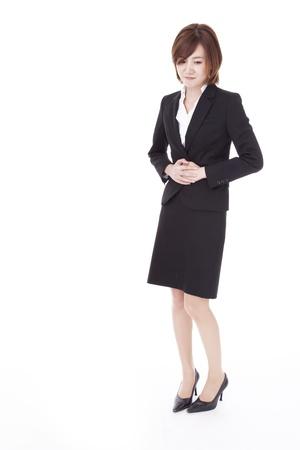 abdominal pain: una donna d'affari che soffre di dolori addominali.